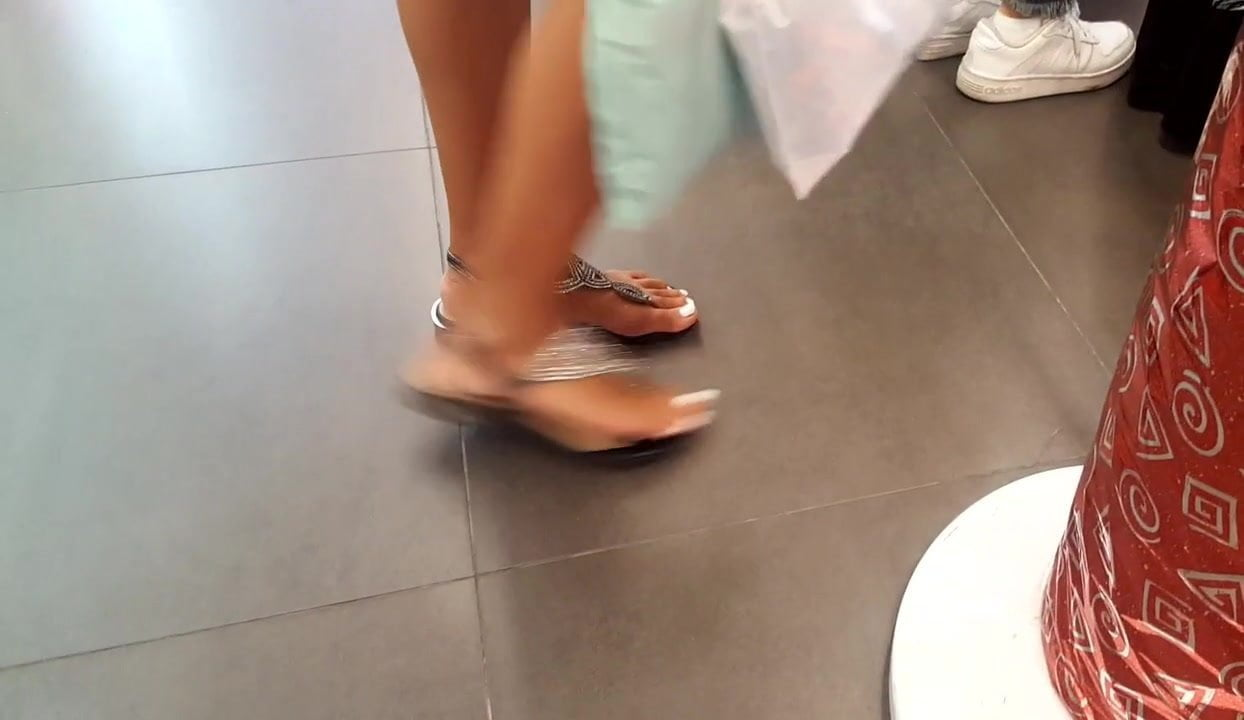 candid perfect teen feets sexy toes
