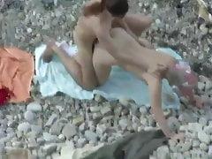 Scopata sulla spiaggia 22