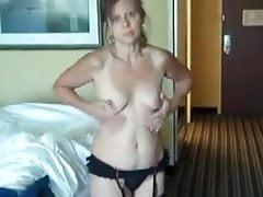 busty zralé v punčochách pohladí její kundičku