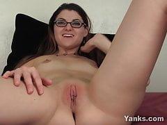Horny Yanks Babe Lux Leota Masturbating