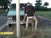 Une grosse pute francaise defoncee aux bords de la route