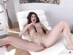 chuda mama masturbuje się na vr cam
