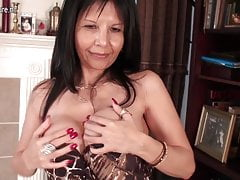 Mature American cougar MOM has some fun