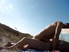 starsza para na plaży nudystów po raz pierwszy