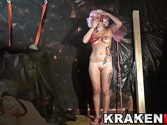 Hot blond MILF vyletěl v odlitku BDSM