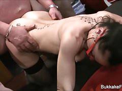 Victoria et Katie profitent de Bukkake