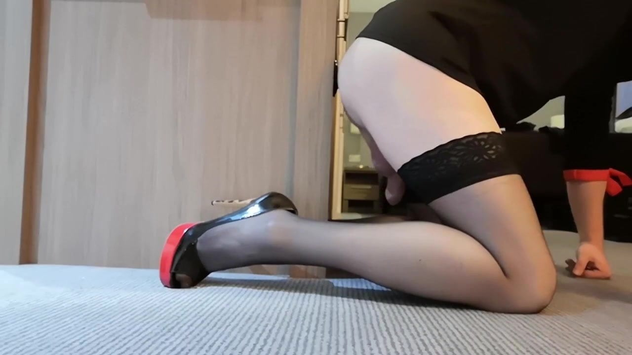 Cd Sarah In Stockings And Heels Takes Her Big Black Dildo Anal
