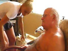 Nonno Andre succhiato e scopato da Tessa