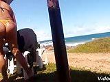 Casada safada na praia com biquini todo socado no rabo