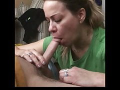 PETITE MILF WHORE BLOWS MOJĄ KOKCJĘ NA KILKA