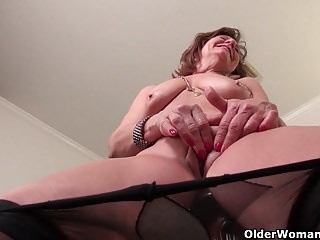 Milfs Pantyhose Mom video: American moms in pantyhose part 11