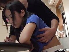 Suzu Ichinose steht vor einem atemberaubenden Fick