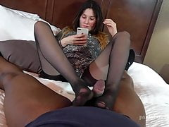 Carmen ignorer et denial collants footjob