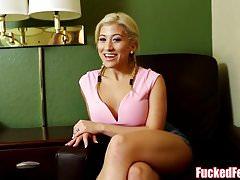 Sexy Asian Teen Cristi Ann fa footjob per FuckedFeet!
