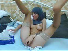Hijabi dívka masturbuje na kameru