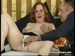 rossa adolescente paffuta tedesca raccolta per il suo primo cast porno