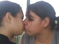 Le ragazze lesbiche si baciano SUPER COMPILATION