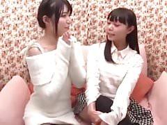 fille japonaise douce première fois lesbienne