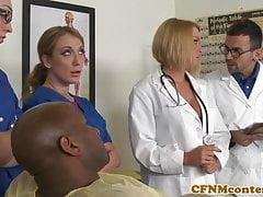 Infermiere CFNM cocksuck nero cazzo in ospedale