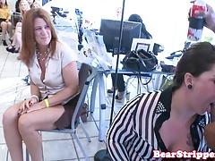 Dzika cipka kurwa w biurze przez striptizerkę