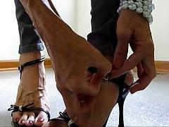 chude spodnie z podeszwą z gołej stopy