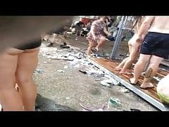 cycki woodstock spy cam prysznic na zewnątrz cycki nastolatki podglądacz