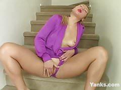 Tempting Yanks Lynika Masturbating-Homemade Amateur Video