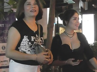 Voyeur Webcams Thai video: Bangkok Freelance Ladies Roaming Soi 11