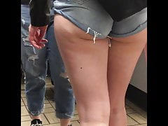Curvaceous Candid Butt Denim N Crack
