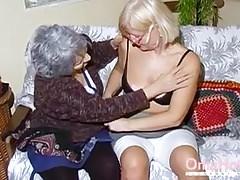 OmaHoteL Deux lesbiennes matures jouent ensemble