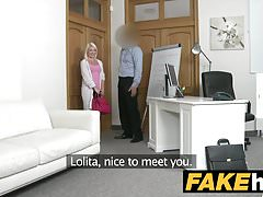 Fake Agent Hot Euro Blonde Bombshell houdt van Doggy Style