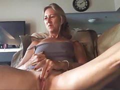 Süße Oma kleine Titten Masturbation Webcam