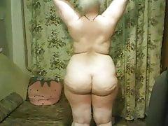 fille mature russe se déshabille