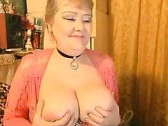 Piękna rosyjska babcia pokazuje fantastyczne cycki 2