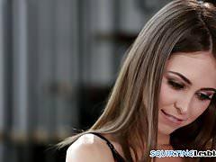 Lesbijskie piękności scissoring zmysłowo