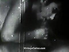 Dwie gorące dziewczyny Teasing a Man (1950 Vintage)
