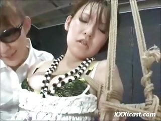 毛茸茸的亞洲青少年對性高潮