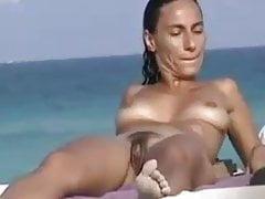 Wspaniałe piękno na plaży VR88
