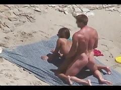 Coppie amatoriali filmate a scopare sulla spiaggia