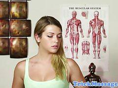 Tattooed masáž amatérské gagging na masér