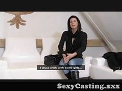Casting - Une fille mature contrôle l'audition