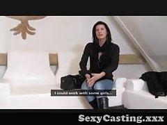 Casting - Reifes Baby kontrolliert das Casting