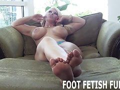 Potřebuji otroka, který miluje uctívání nohou