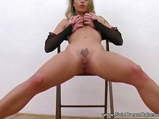 Handjob Milf video: An Arousing Solo Session