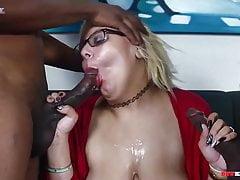 Jenna Foxx BBW prend deux grosses bites noires dans son BBWhighway