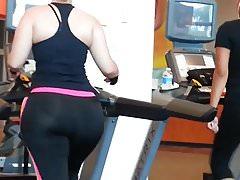 Gros cul jiggly à la gym