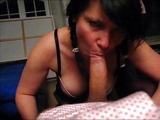 German Amateur xxx: Dralle Kathy lutscht Gast