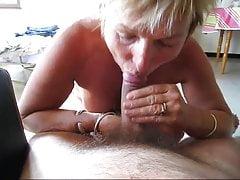 Mamie Blonde Suce Son Marie