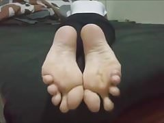 Dina bouge ses pieds sexy (taille 37)