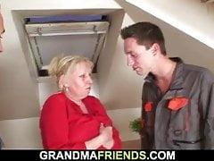 Dva opravárenské šrouby pryč stará babička